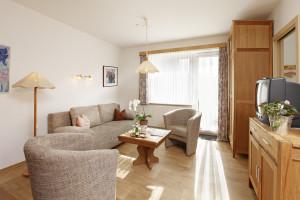 Ferienwohnung Föhr - Kombinierter Wohn-Ess-Schlafraum mit Verwandlungssofa | Ferienwohnungen Büsum Haus Sonnenschein