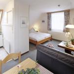 Ferienwohnung Hooge - Kombinierter Wohn-Ess-Schlafraum | Ferienwohnungen in Büsum Haus Sonnenschein