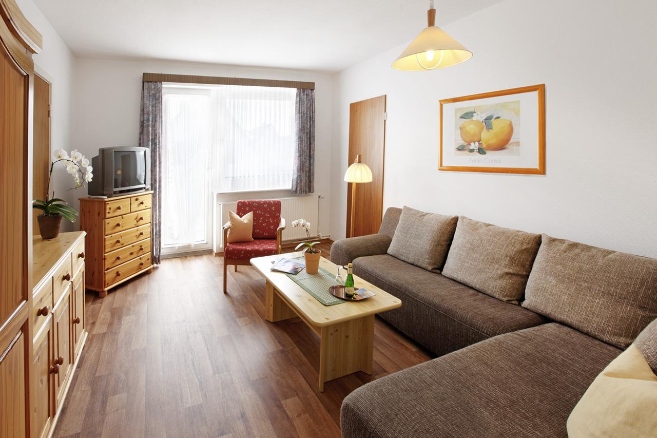 ferienwohnung sylt wohnzimmer ferienwohnung b sum haus sonnenschein ferienwohnungen in. Black Bedroom Furniture Sets. Home Design Ideas